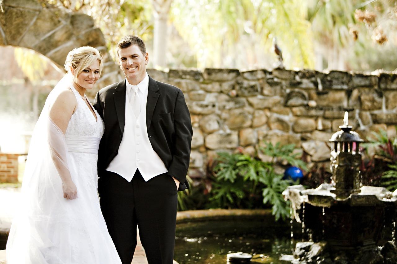 newlyweds-458119_1280