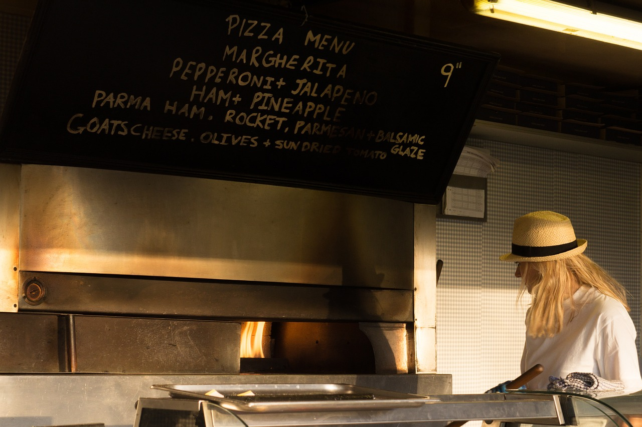 pizza-shop-996619_1280