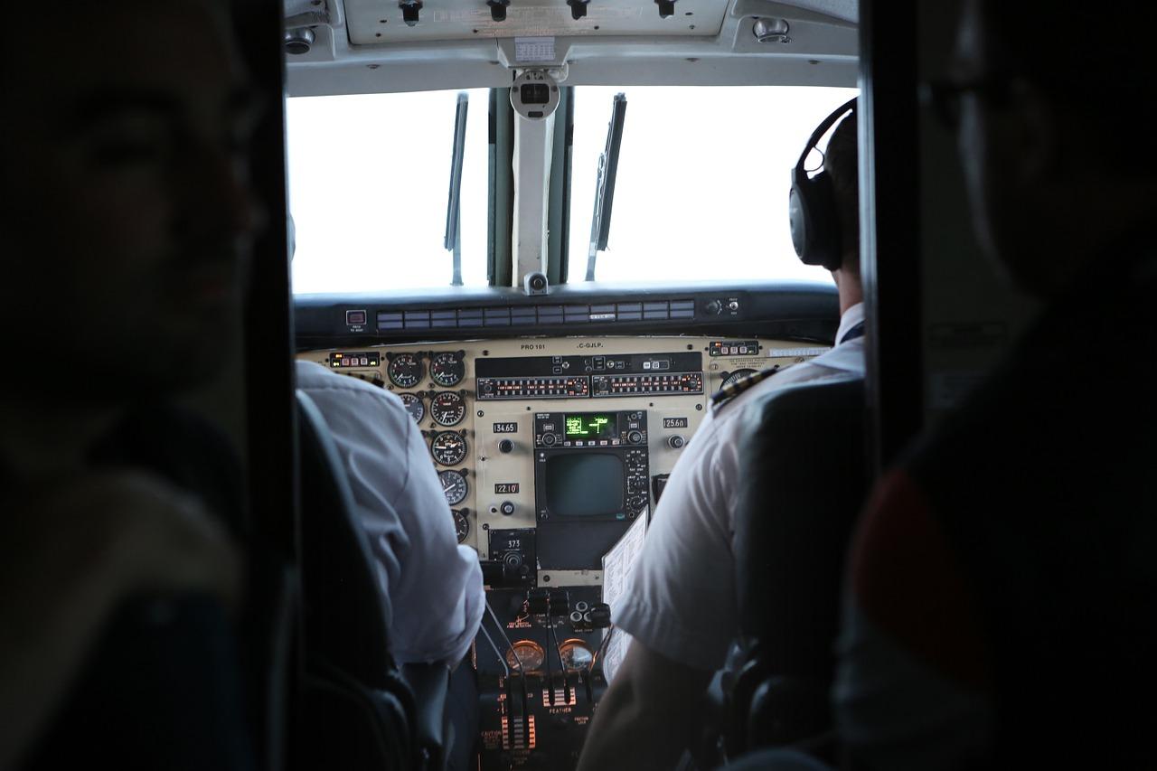 cockpit-924952_1280