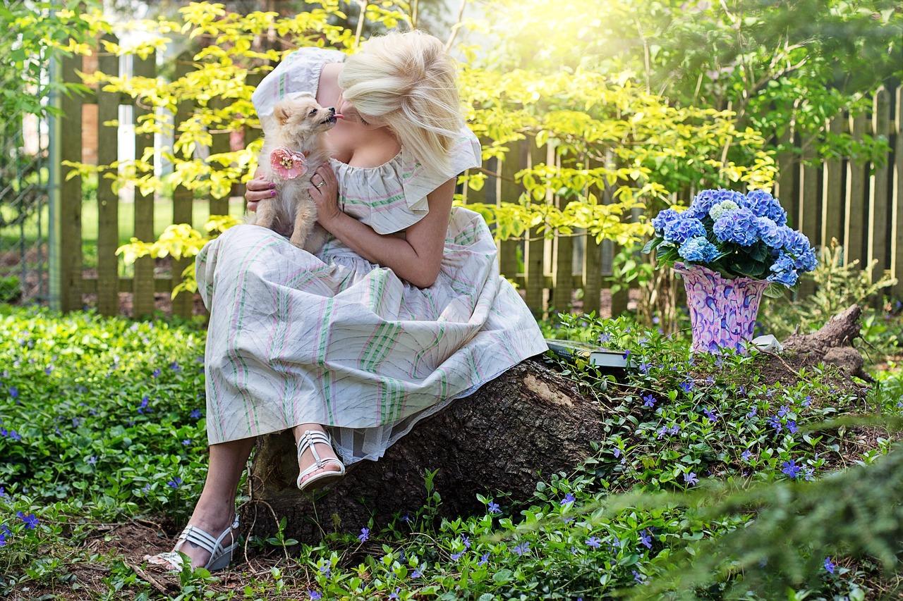 pretty-woman-3415985_1280