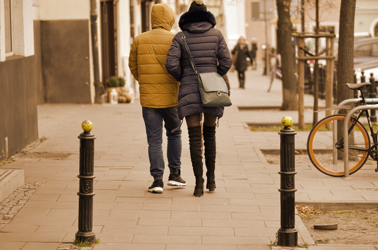 the-young-couple-5306338_1280