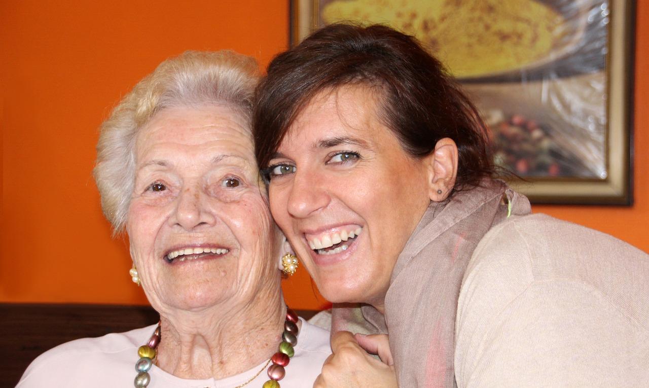 grandma-2637457_1280