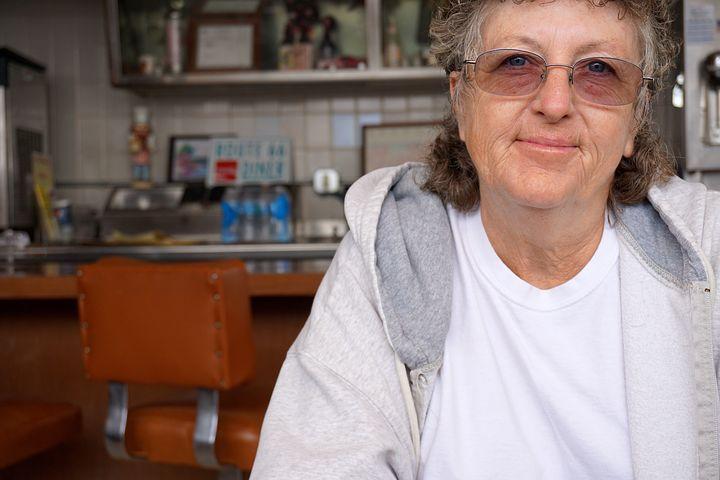 senior-woman-845522__480