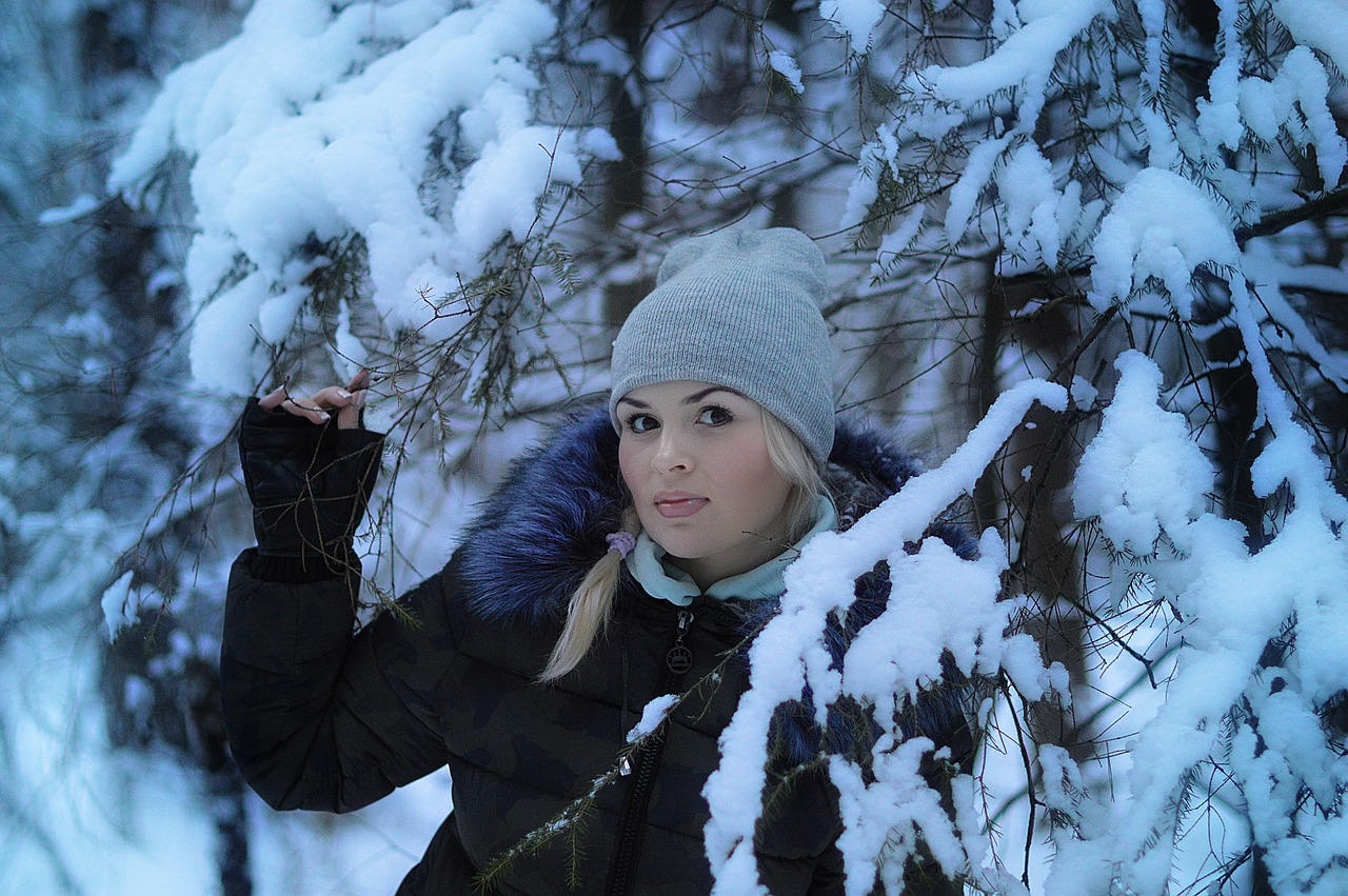 blonde-in-the-snow-4597040_1280