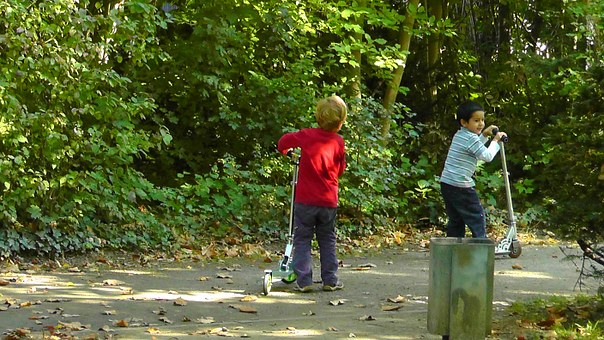 children-playing-77327__340