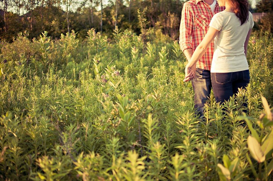 couple-1851038_960_720