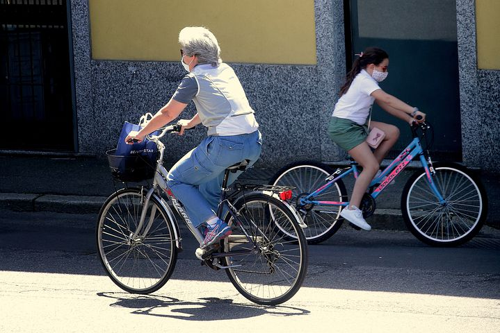 cyclists-6334316__480