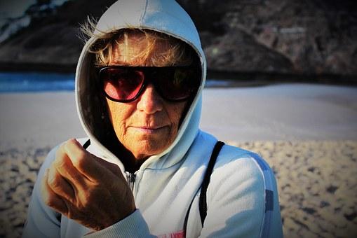 elderly-woman-1466240__340