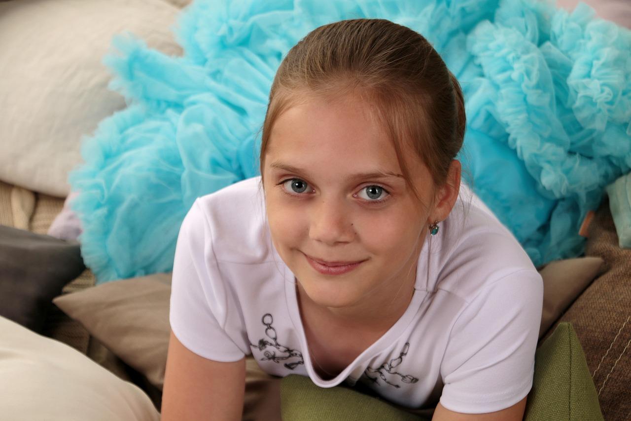 girl-2365713_1280