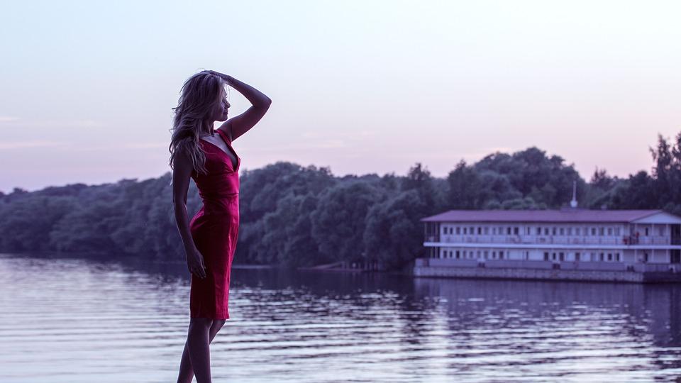 girl-in-red-dress-1388569_960_720