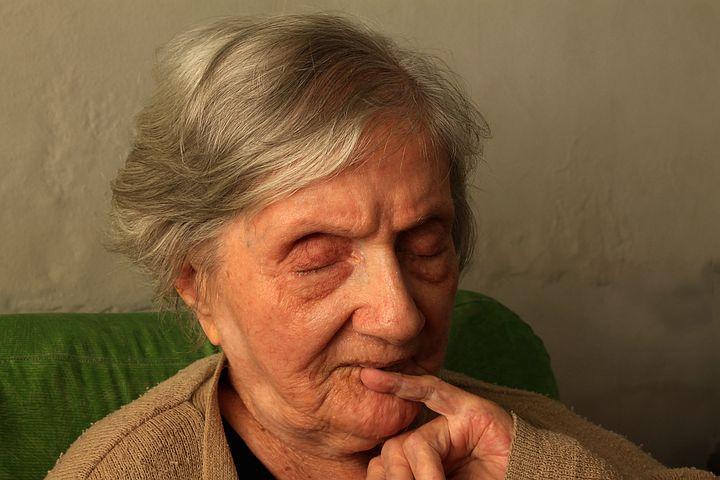 grandma-1937451__480