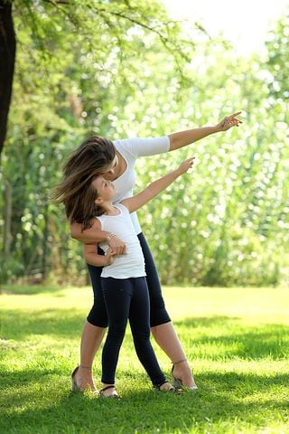 mom-and-daughter-3923086__480