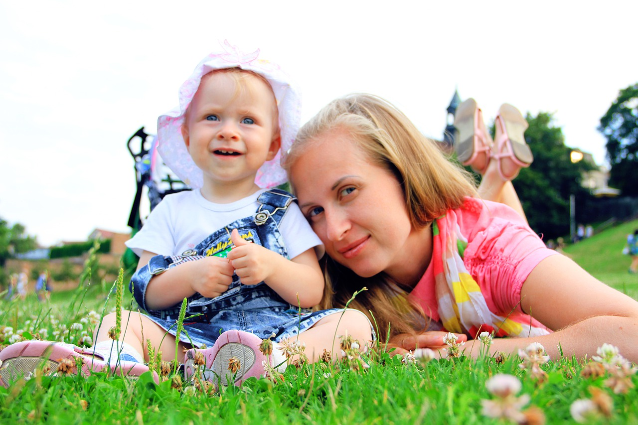 mom-and-daughter-4377491_1280