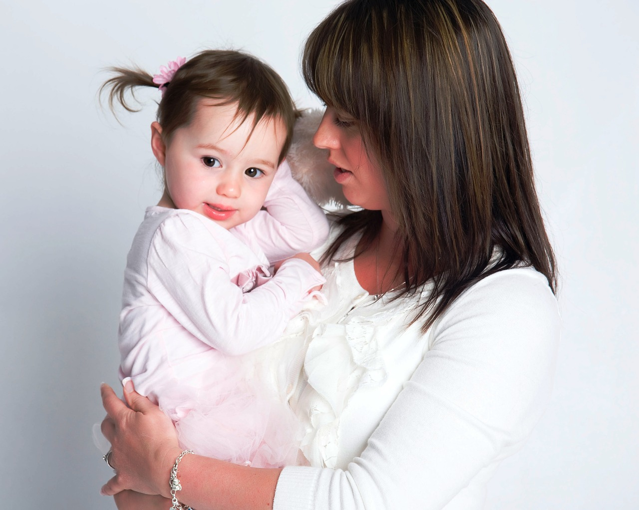 mother-and-daughter-2078075_1280