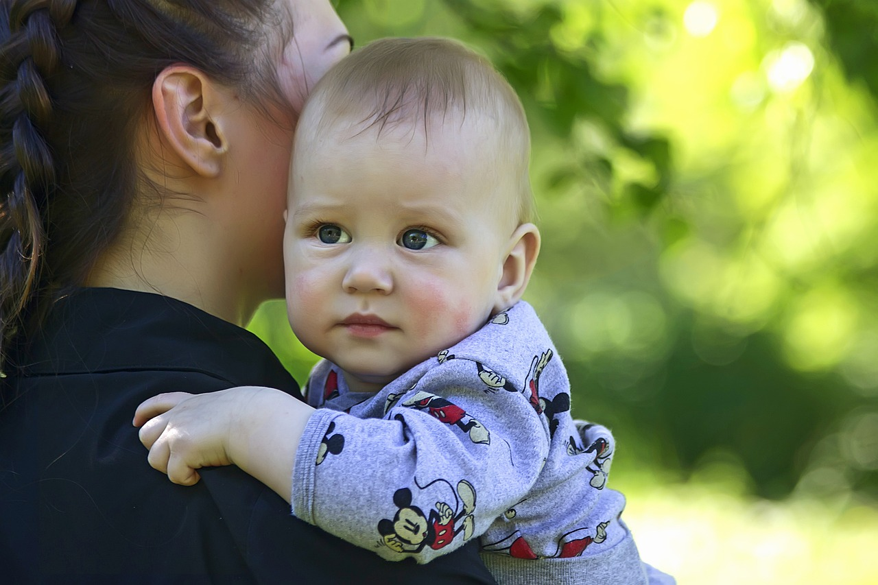 mother-and-son-2988634_1280