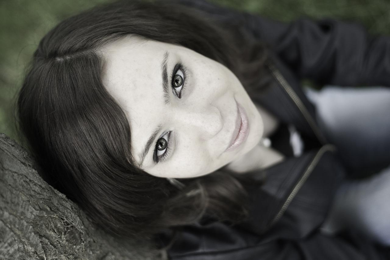 portrait-1275662_1280