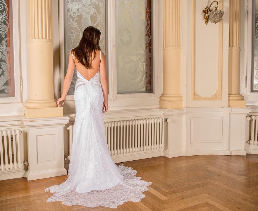 wedding-dress-301815_960_720