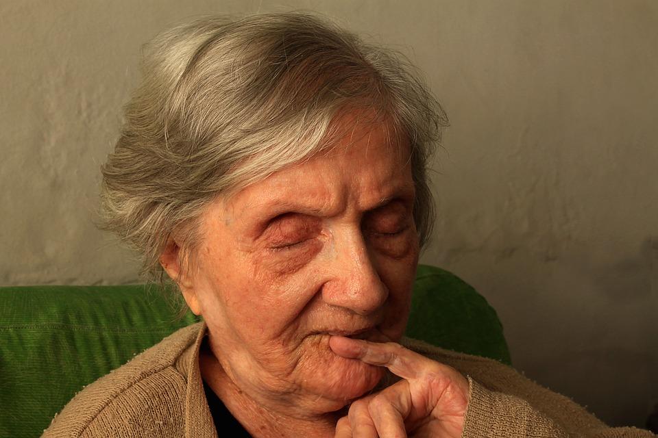 grandma-1937451_960_720