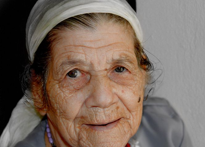 grandmother-1415777_1280