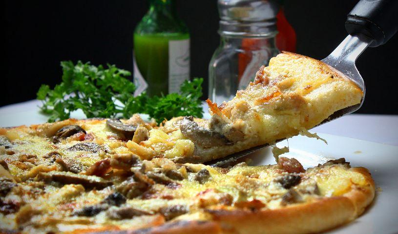 pizza-329523__480