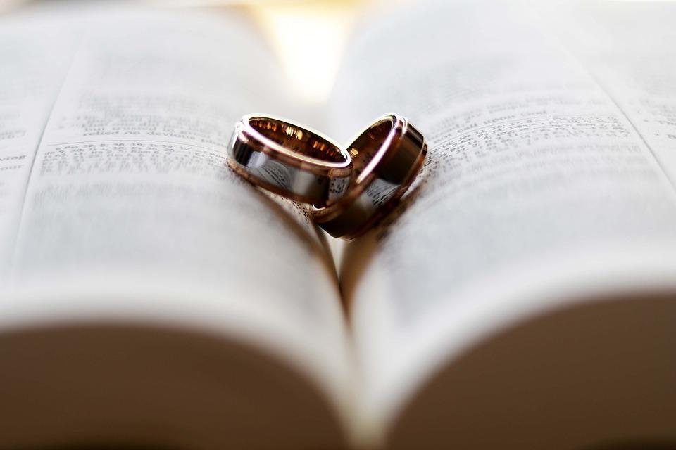ring-2407552_960_720