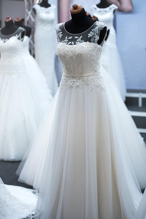 salon-of-wedding-dresses-1967312_960_720