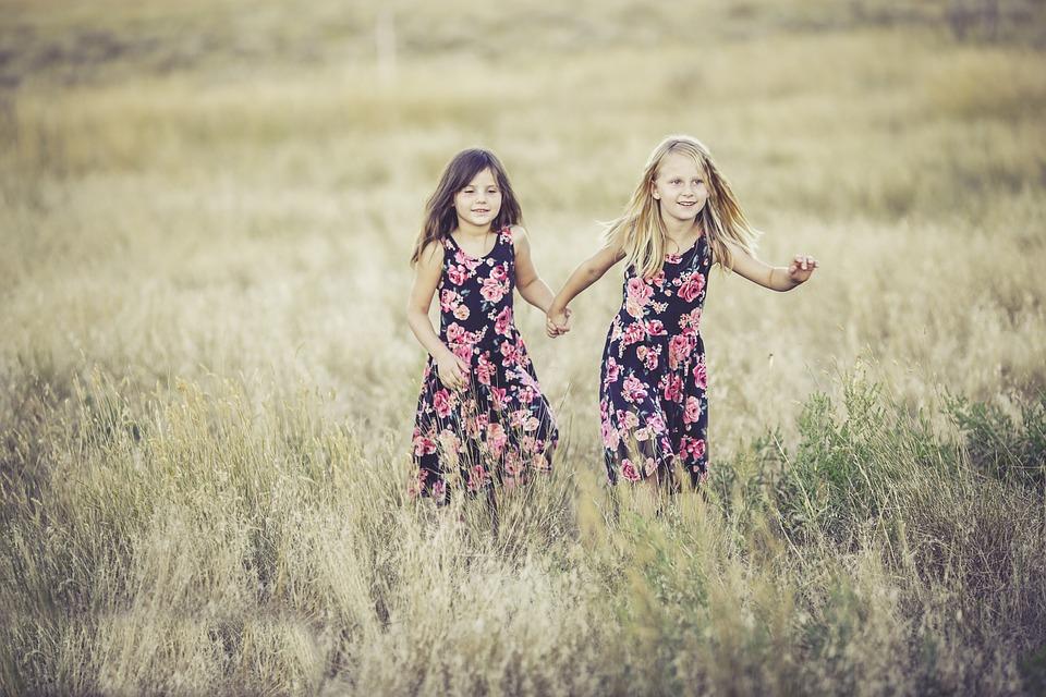 sisters-931131_960_720