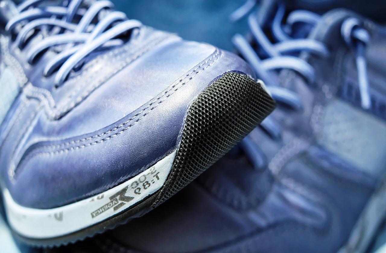 sport-shoes-1470061_1280