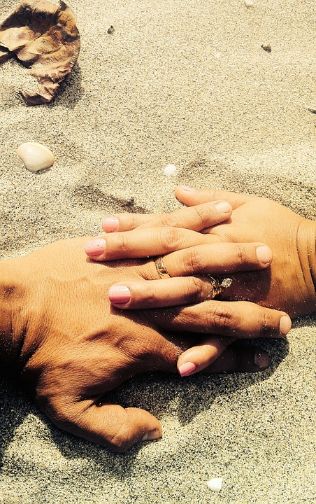 holding-hands-691484_960_720