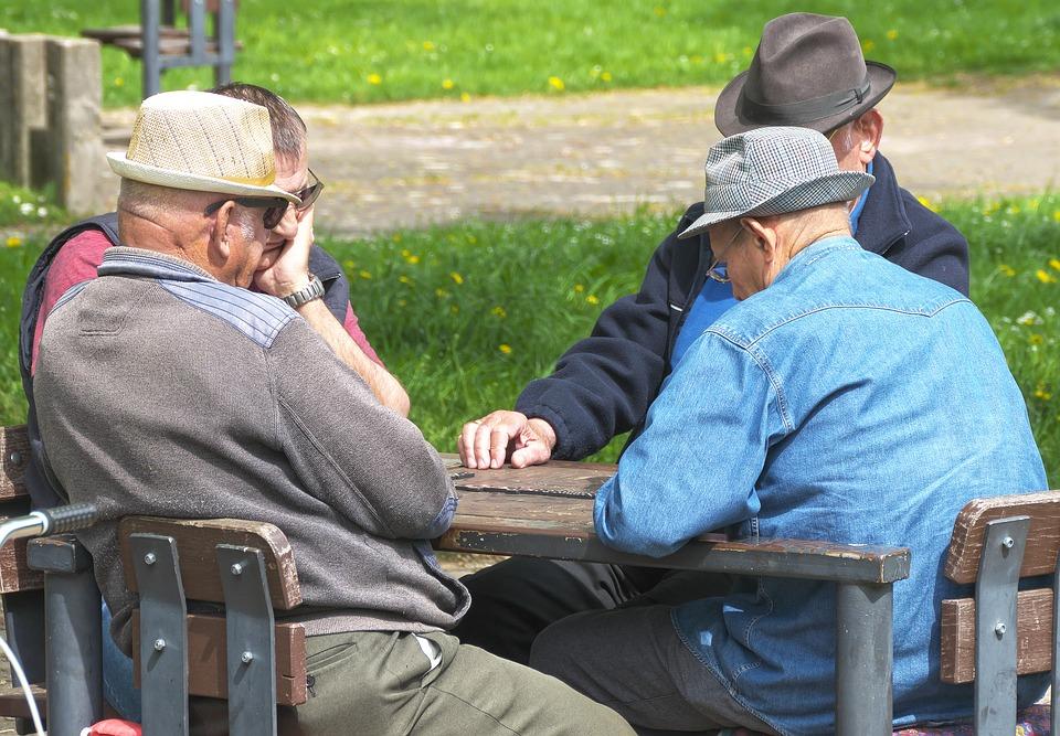 pensioners-3347948_960_720
