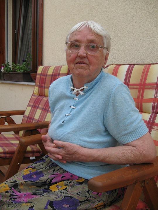 grandmother-1546855_960_720