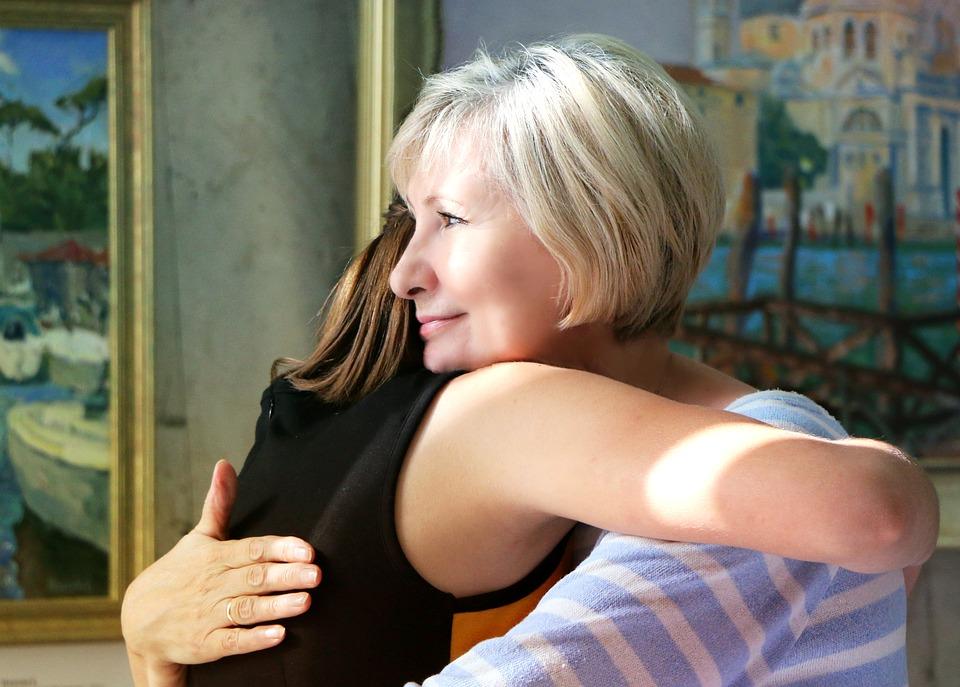 hugs-1613208_960_720
