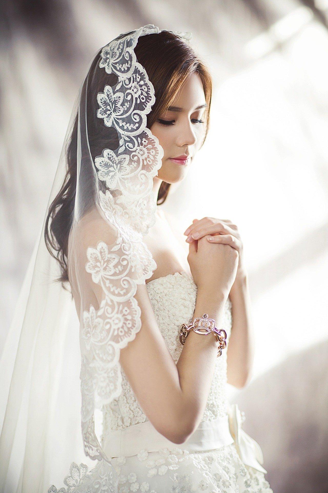 wedding-dresses-g1fea105c6_1920